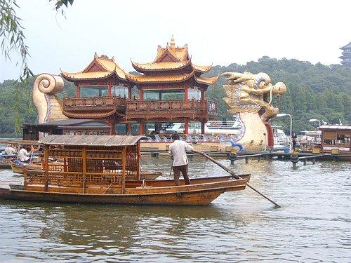 งานบริการทัวร์พาท่องเที่ยวเมืองจีนสนนราคาเบาๆ