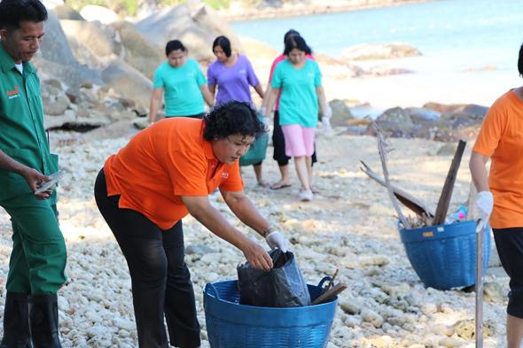อมารีภูเก็ต ร่วมทำความสะอาดชายหาดป่าตอง