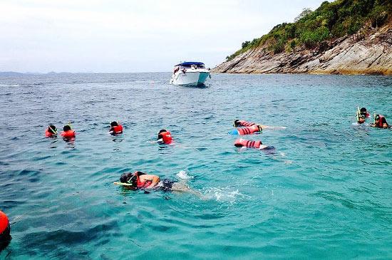 สื่อมวลชนทริป เที่ยวเกาะเฮ เกาะรายา ในสไตล์นิกรมารีน