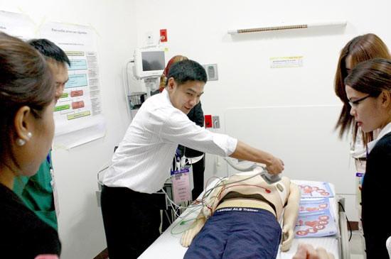 """โรงพยาบาลกรุงเทพภูเก็ต ร่วมกับ สมาคมโรคหัวใจแห่งประเทศไทย จัดอบรมหลักสูตร """"การช่วยชีวิตขั้นสูง"""""""