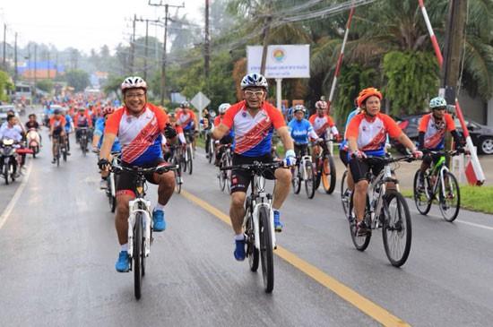 """อบจ.ภูเก็ต ร่วมกิจกรรมแข่งขัน Vichit Bicycle Cup """"ปั่นเพื่อแม่ พิชิตจุดชมวิวเขาขาด"""""""