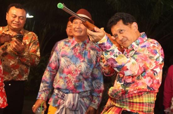 """เทศบาลตำบลศรีสุนทร จัดกิจกรรมส่งเสริมศิลปะ วัฒนธรรม และงานประเพณีลอยกระทง """"คิดถึงท้ายรางที่บางมะรวน ตอน มนต์รักลูกทุ่ง"""" 23-25 พฤศจิกายน 2558"""