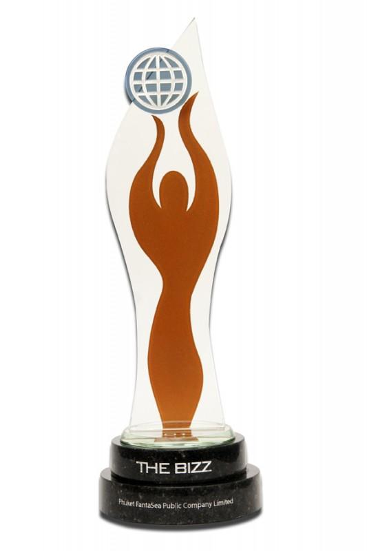 รางวัลเดอะบิส ประจำปี 2558 ในสาขาผู้นำธุรกิจโลก จากสมาพันธ์ธุรกิจโลก ประเทศสหรัฐอเมริกา (The Bizz Award 2015-World Business Leader-World Confederation of Business, USA)