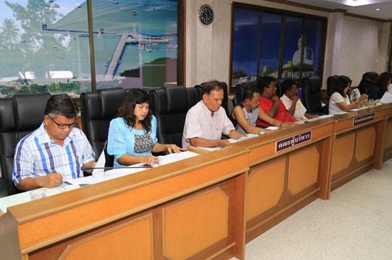 เทศบาลตำบลฉลองประชุมโครงการแข่งขันเรือประมงพื้นบ้าน ครั้งที่ 3 ประจำปี 2559