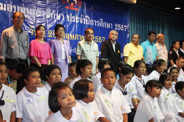 มอบทุนการศึกษาสมาคมพิทักษ์เด็กภูเก็ต ประจำปี 2557