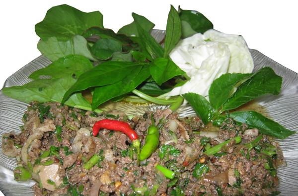 คนทางเหนือนิยมกินพลูคาว เป็นผักแกล้มลาบอย่างหนึ่ง