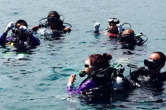 เก็บขยะบริเวณแนวปะการัง ใต้ทะเลหาดในยางฟื้นฟูระบบนิเวศ