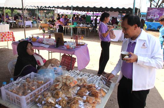 ตลาดนัดชุมชนไทยช่วยไทย คนไทยยิ้มได้ ครั้งที่ 1