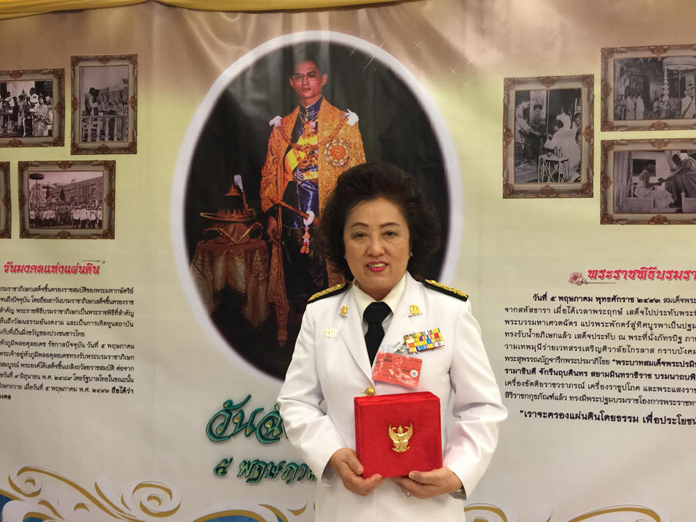 หญิงเก่ง แห่ง ภูเก็ต เอฟซี เข้ารับพระราชทานเครื่องราชอิสริยาภรณ์ชั้นสายสะพาย (สาย 4) ประจำปี 2557