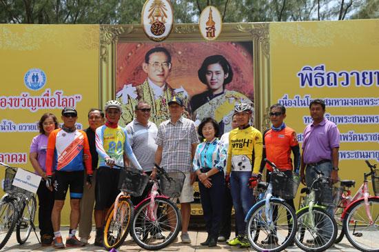 ตำบลฉลองจัดกิจกรรม มอบจักรยานสองล้อเพื่อน้อง ของขวัญเพื่อโลก