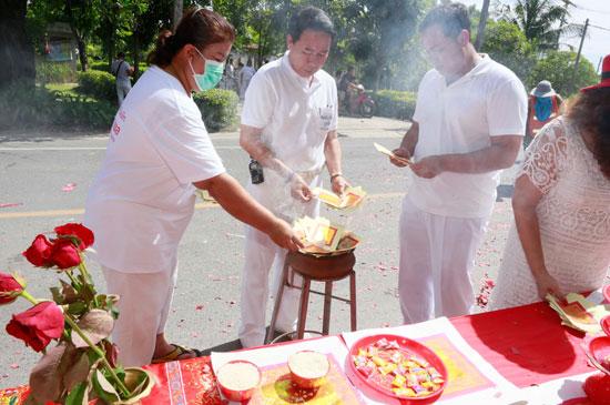 ทต.ฉลองร่วมสนับสนุนเทศกาลกินผักในพื้นที่ พบปีนี้คึกคักไม่แพ้ปีที่ผ่านมา