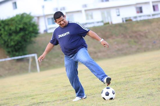 ประธานภูเก็ต FC เยี่ยมชมการฝึกซ้อมของนักเตะตั้งเป้าขึ้นดิวิชั่น 1