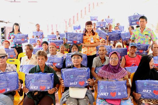 ผู้อำนวยการท่าอากาศยานภูเก็ต ลงชุมชนบ้านแหลมทราย พร้อมมอบผ้าห่ม