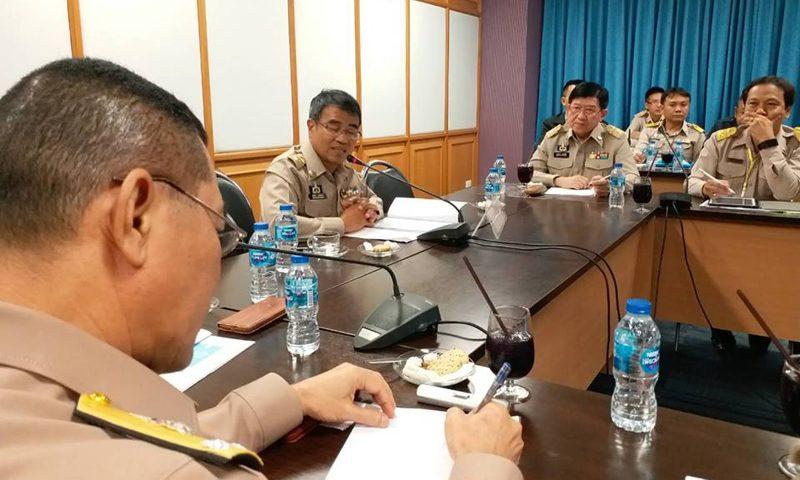 ผู้ว่าฯภูเก็ตประชุมวางแนวทางการช่วยเหลือญาติผู้ประสบภัยจากเหตุการณ์เรือล่ม