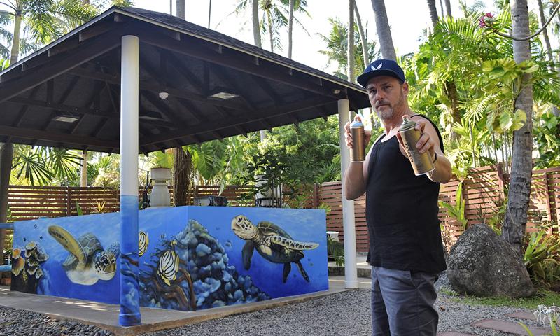 แพทริค เรด เวอริ รังสรรค์ผลงานศิลป์แนวกราฟฟิตี้ ณ มูลนิธิเพื่อการอนุรักษ์เต่าทะเล หาดไม้ขาว