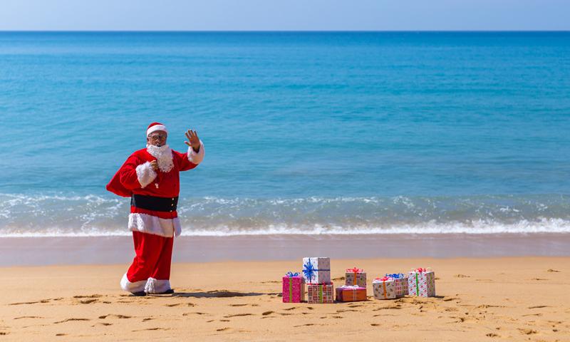 ซานตาคลอส และเอลป์ ปรากฏกาย มอบของขวัญให้กับเด็กดี ในช่วงเทศกาลคริสมาสต์ ณ เจดับเบิ้ลยู แมริออท ภูเก็ต