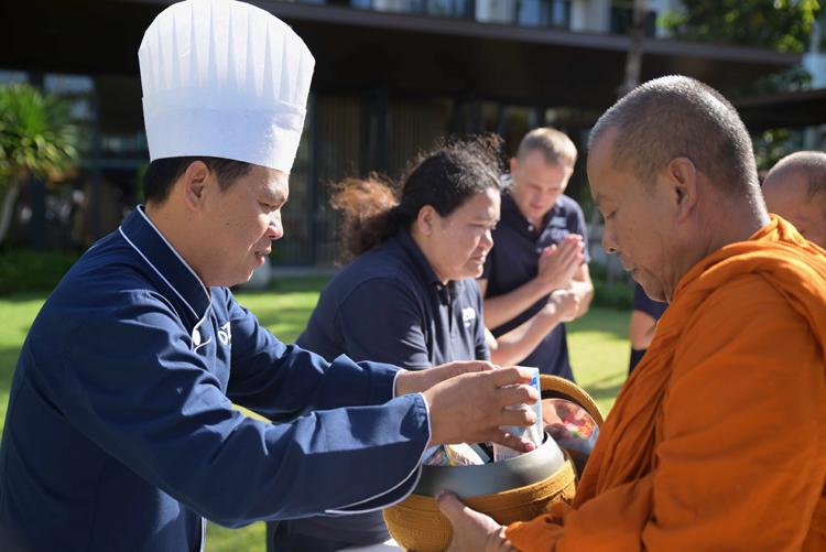 โรงแรม โอโซ่ ภูเก็ต จัดกิจกรรมทำบุญตักบาตรเนื่องในวันขึ้นปีใหม่ ประจำปี 2563