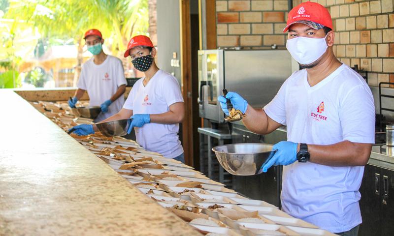 บลูทรีภูเก็ต ร่วมสนับสนุนอาหารกล่องแก่ประชาชนในพื้นที่ป่าตอง