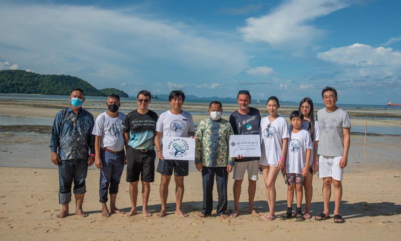 พูลแมน ภูเก็ต พันวา บีช รีสอร์ท จัดกิจกรรมปล่อยปลาฉลามกบ