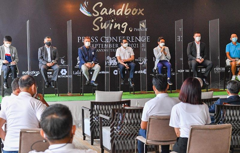 กอล์ฟอาชีพ 8 รายการ โครงการแซนด์บ็อกซ์สวิง (Sandbox Swing)